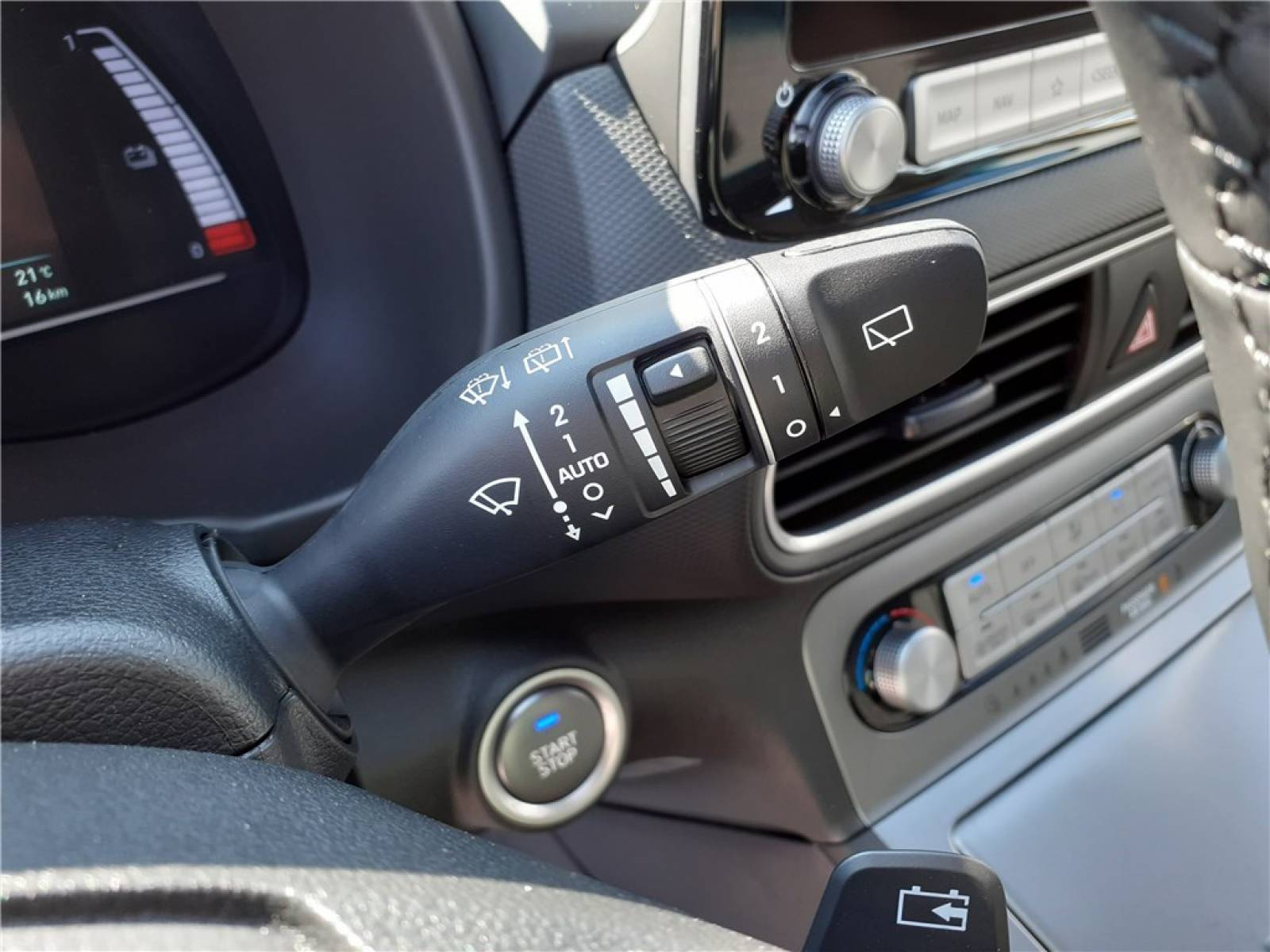 HYUNDAI Kona Electrique 39 kWh - 136 ch - véhicule d'occasion - Groupe Guillet - Chalon Automobiles - 71100 - Chalon-sur-Saône - 20
