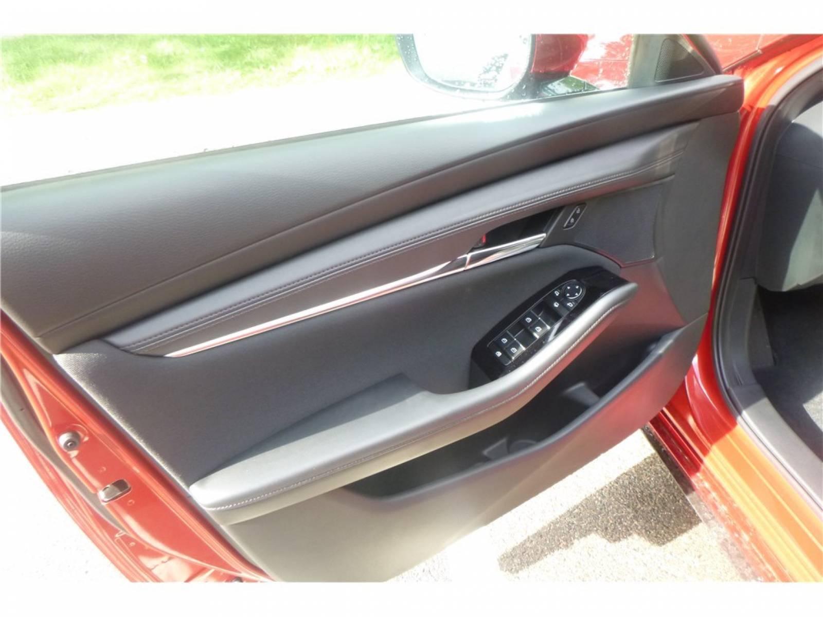 MAZDA Mazda3 5 portes 2.0L e-SKYACTIV-G M Hybrid 122 ch BVA6 - véhicule d'occasion - Groupe Guillet - Chalon Automobiles - 71100 - Chalon-sur-Saône - 10