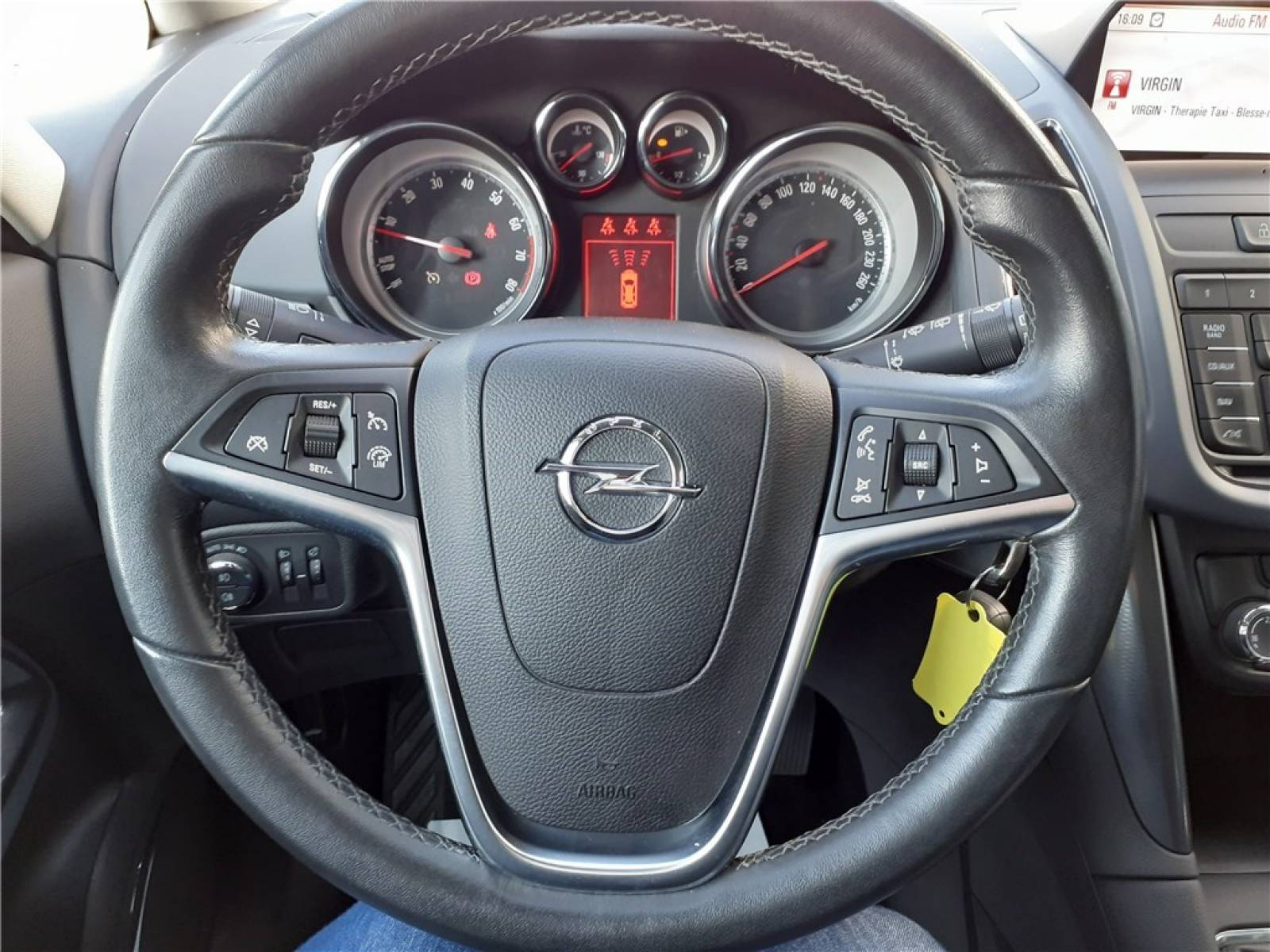 OPEL Zafira Tourer 1.4 Turbo 140 ch Start/Stop EcoFlex - véhicule d'occasion - Groupe Guillet - Opel Magicauto - Chalon-sur-Saône - 71380 - Saint-Marcel - 36