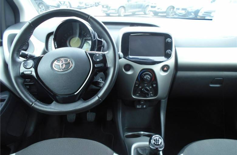 TOYOTA Aygo 1.0 VVT-i  x-play - véhicule d'occasion - Groupe Guillet